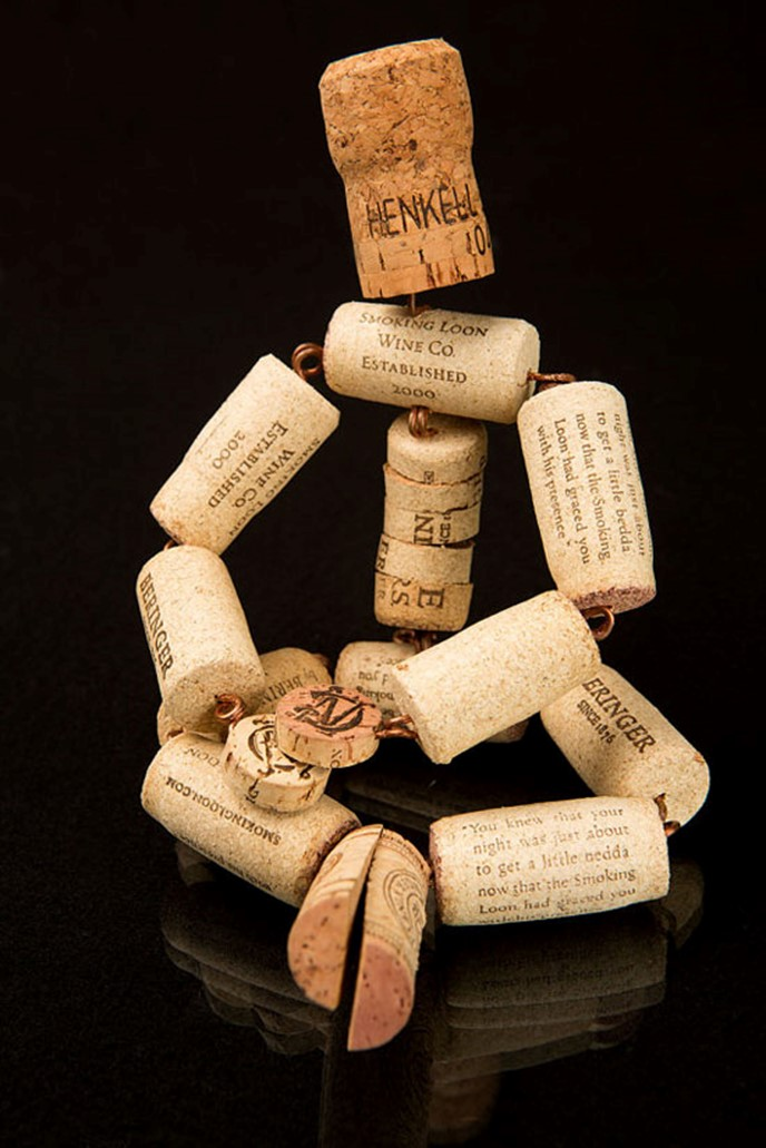 Crafts made from corks from wine miniature men diy is fun - Crafts made with wine corks ...
