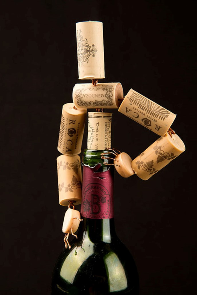 Crafts made from corks from wine miniature men diy is fun for Crafts with corks from wine bottles