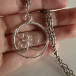 How to make your own openwork wire pendant
