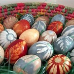 New DIY idea for coloring Easter eggs