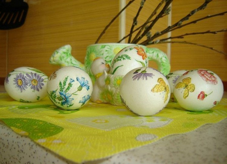 Simple Easter crafts for kids in decoupage technique — DIY is FUN