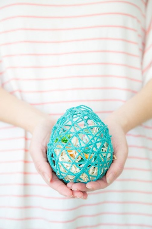Easter egg made of yarn in which you can place small gifts diy is fun this cute easter egg is made of yarn you can place small gifts in it to please your closed ones negle Choice Image