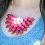 What gift to make on mother days: simple necklace
