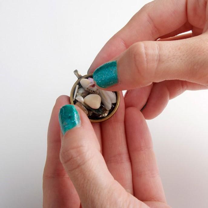 Как сделать медальон на руку своими руками 492