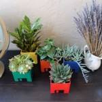 Looking for fresh mothers day ideas: try these Flower pots of old floppy disks.