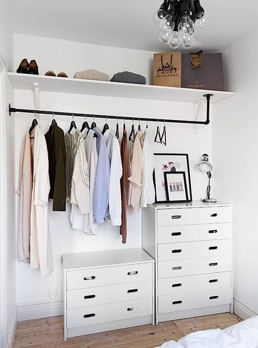 If you do not have a separate dressing room, take him for storage one wall in the bedroom