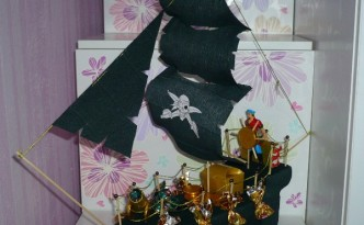 Nice craft gift ideas for corsairs: Paper boat of sweets
