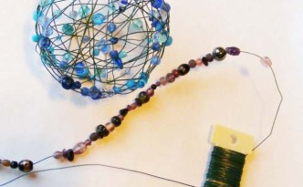 Christmas craft for kids: decorations from beads