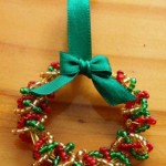 Handmade christmas decorations: mini wreath of beads