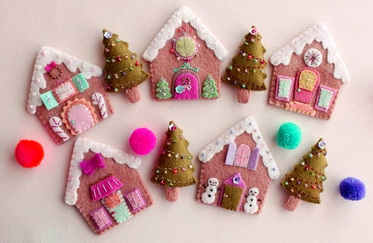 beautiful christmas ornament gingerbread houses made of felt a distinctive feature of this craft is a soft material that is not only pleasing to look - Gingerbread Christmas Decorations Beautiful To Look
